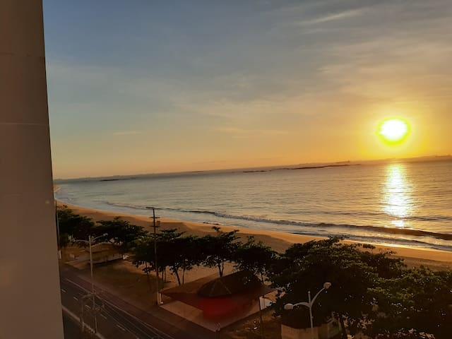 Quarto grande, vista mar, varanda, sol manhã