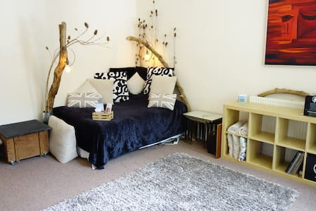 Healthy Relax in Very Large Room 2 mins from Beach - Hove