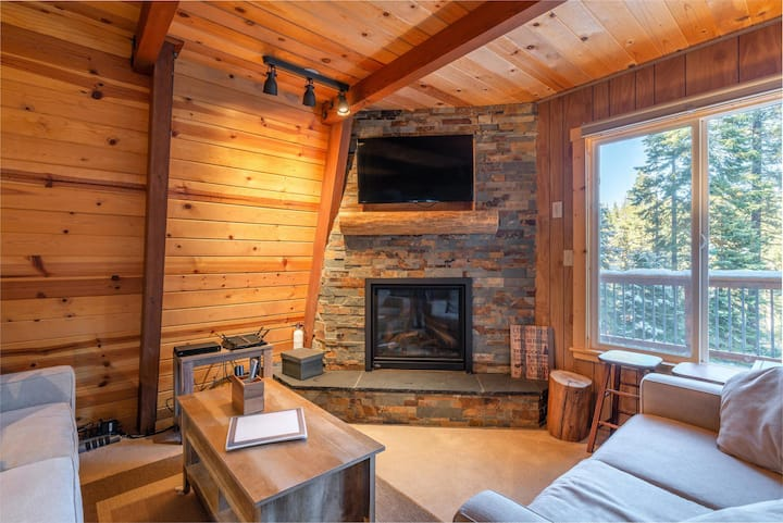 Cozy Tahoe Solitude Cabin In Serene Forest Setting