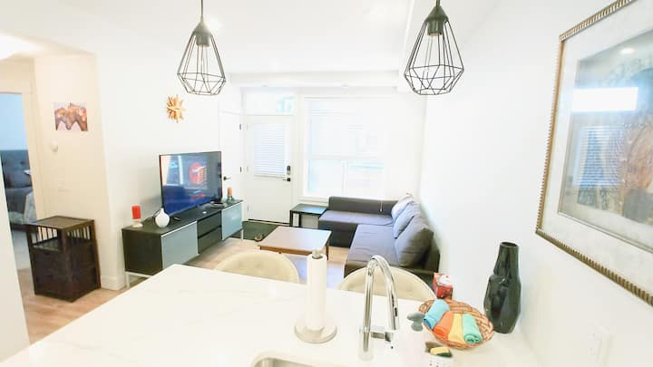 Cozy Private - 2 Bed Townhome close to the Airport