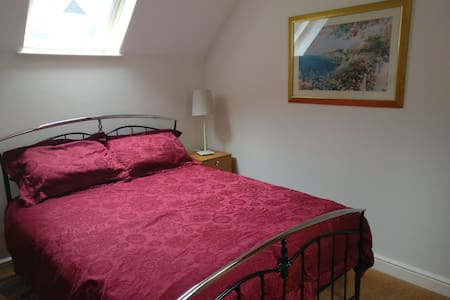 King Room in Market Town Centre including parking