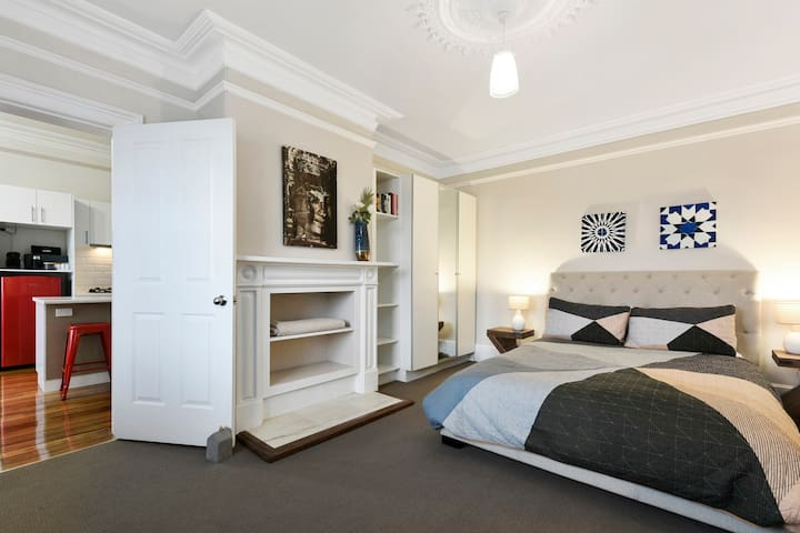 Sunny Central Hobart Apartment 2
