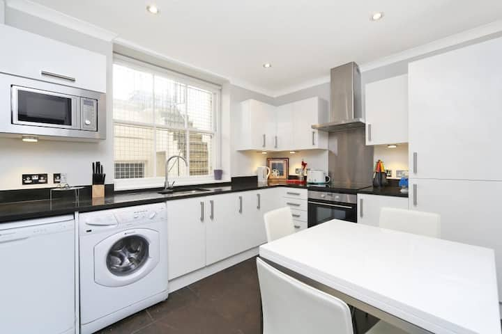Walk to Notting Hill /Paddington 1 B/R with patio