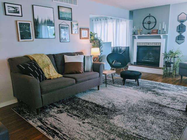 Midcentury-Modern Living in the Black Hills