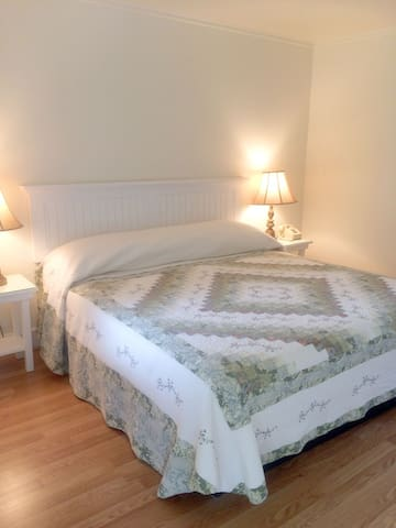 Camden lodge private room – King bed/bath - Camden - Bed & Breakfast
