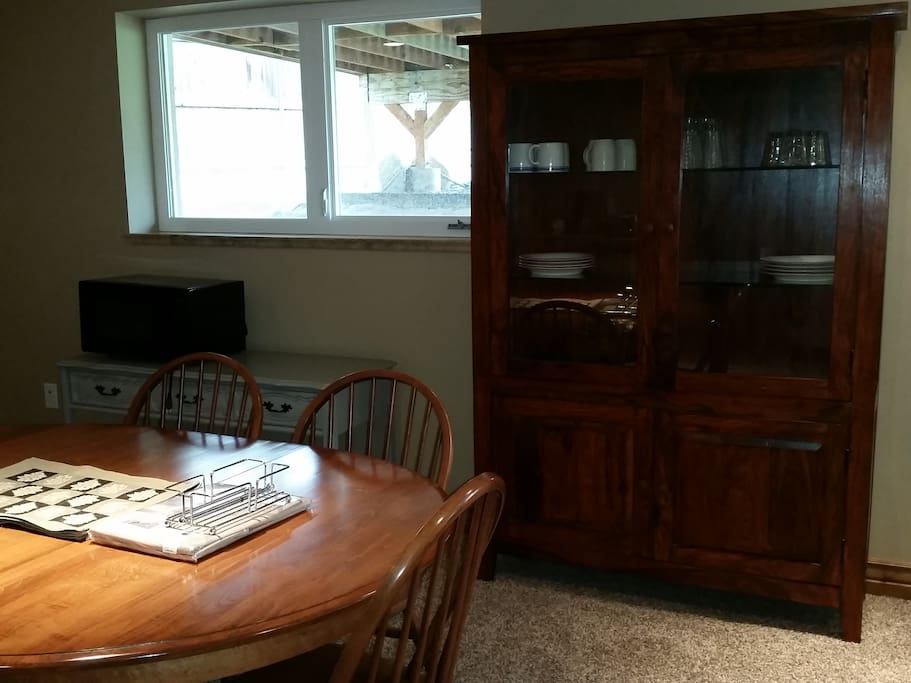 Natural light in all rooms, quality furniture and set up. Game center includes board games, Atari, Netflix/Roku TV log in available, basketball, foosball, desk for laptop.