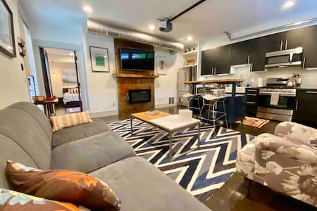 Chic Converted Workshop Apt 4 miles to downtown!