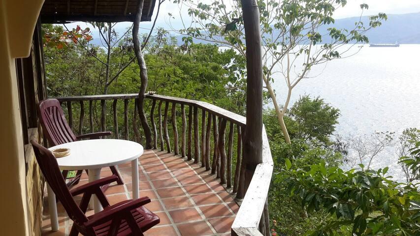 Bedroom, balcony and ocean view - Puerto Galera - Talo