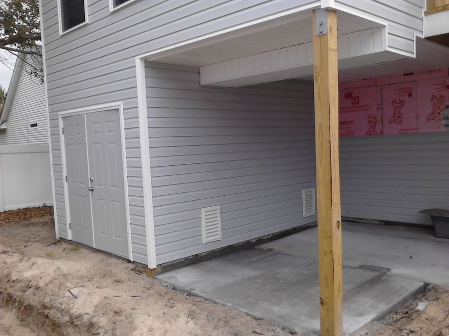 New Shed has Bike, Golf Cart, Beach Chairs, Toys