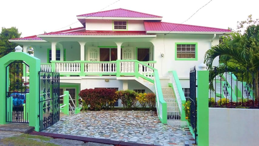 Gravills Vacation Rental - St Lucia Holiday Home