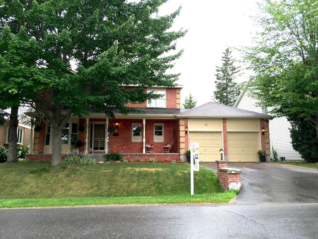 Family Oriented Home away from Home - Ottawa - Casa