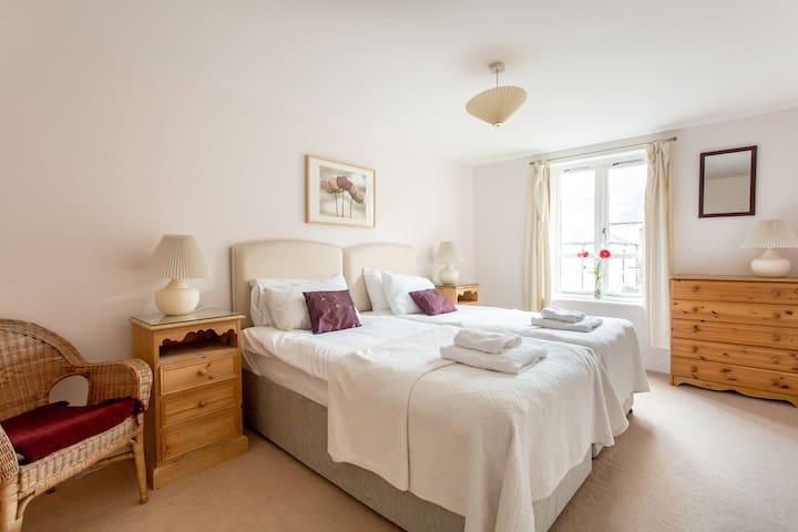 Royal Mile One Apartment - city centre, sleeps 6
