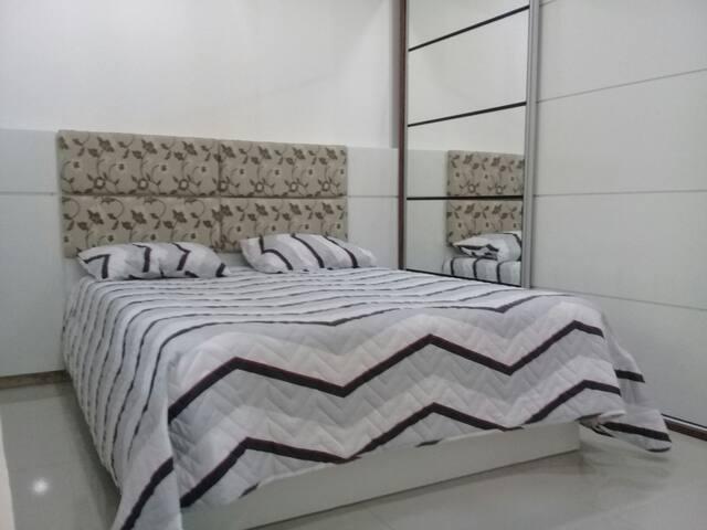 Todas as suites grandes !!! Roupas de cama ilustrativa, não fornecemos.