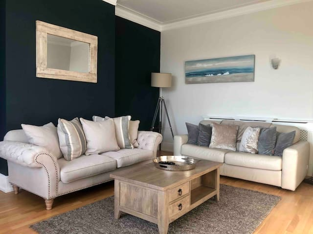 Large sitting room with open plan kitchen. Wonderful high ceiling and stunning views over Southsea Common