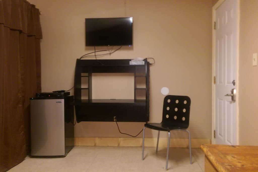 Laptop Station, Roku Smart TV, Mini Fridge, Free WIFI