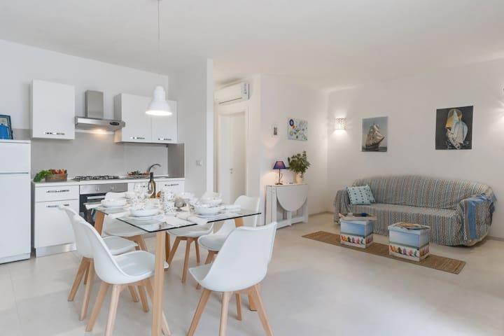 MILLEBOLLEBLU apartment THREE:pochi passi dal mare