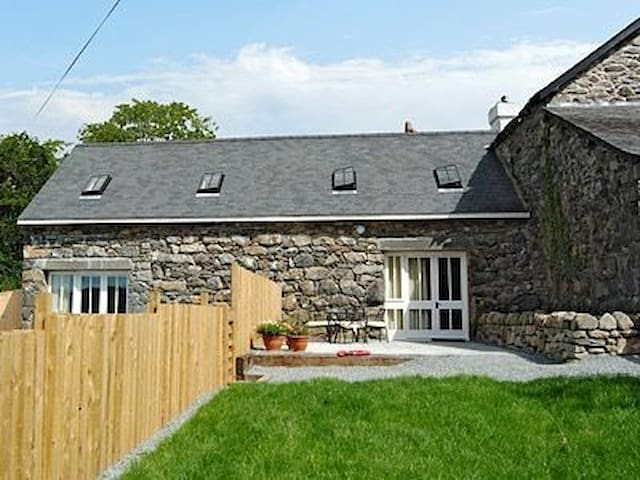 2 Bedroom Mountain View Cottage near Dolgellau