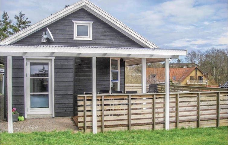 Holiday cottage with 3 bedrooms on 64m² in Børkop