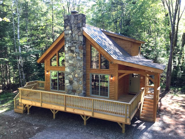 Luxury Log Cabin - The Cabin in the Pines