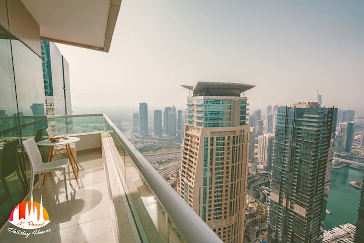 Stunning Skyline Views on 51st floor