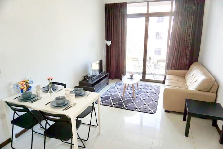 Amazing Spacious 2 Bedroom Apt @ Central G7A