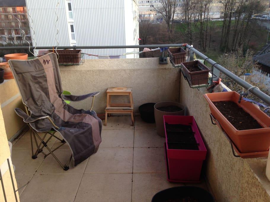 La terrasse pour les petits déj au soleil ! :)