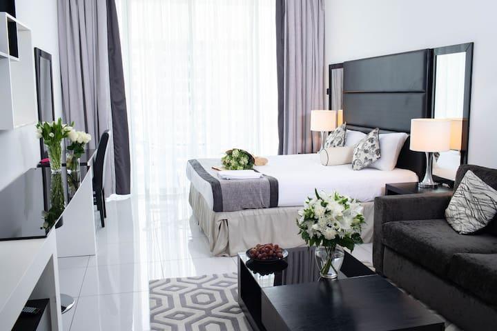 Luxury Furnished Studio Apartment @Roma (47)