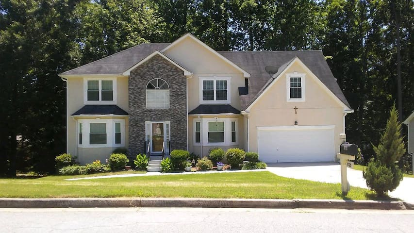GRACE MANOR: A CHARMING GEM IN STONE MOUNTAIN