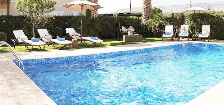 Villa Alysia (Coral Bay) - Modern and Luxurious Villa with Beautiful Garden, Private Pool,  BBQ and Free WIFI