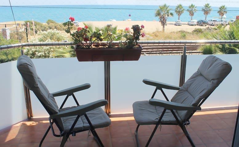 Beach and sea view, SEAFRONT Pool, big flat! - Pineda de Mar - Lägenhet