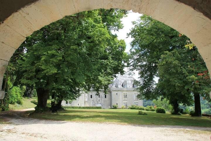 Périgord-Dordogne Château de Montardy