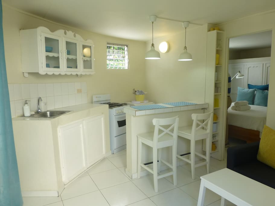 Fully-equipped kitchen with breakfast bar