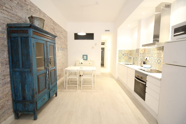 Nice apartment in Poble Sec only 10m to the center
