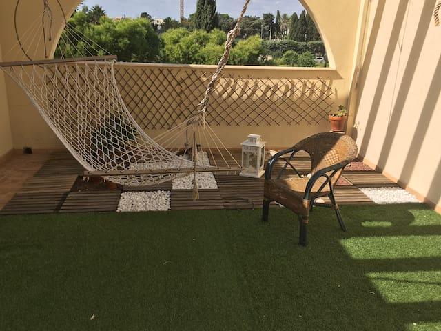 Camere con uso living, terrazzo e cucina - Castromediano - Huoneisto