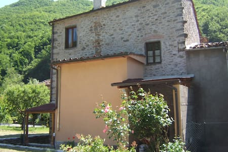"""Nonna Mae"". An apartment in the middle of nature - Bagni di Lucca"