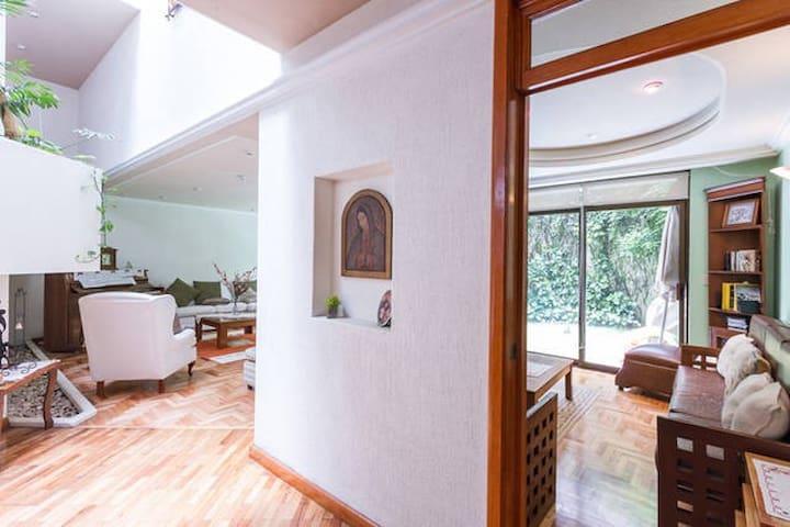 Habitación Independiente en hermosa casa - De los Deportes - Hus