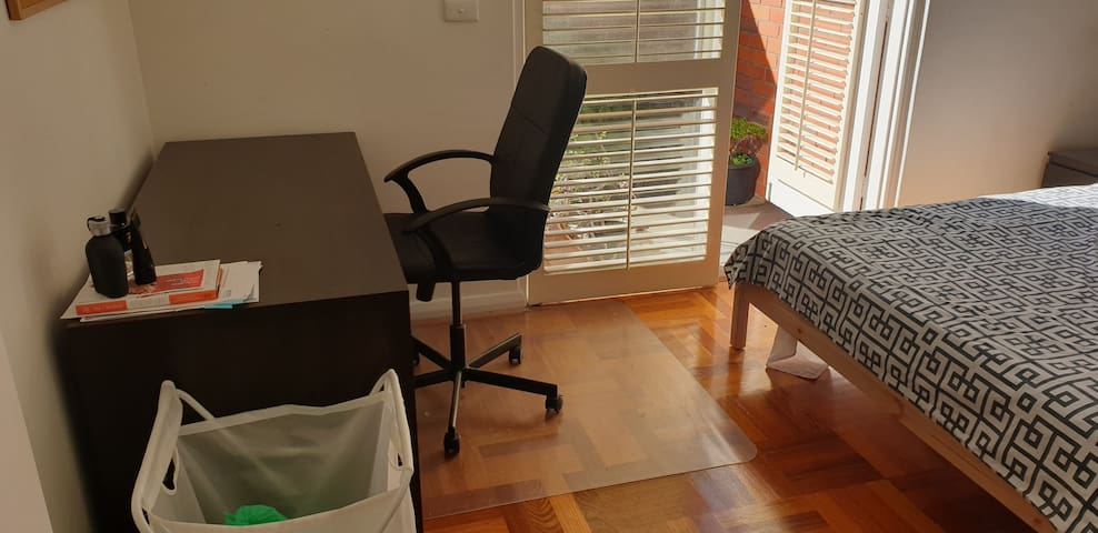Private Work Desk