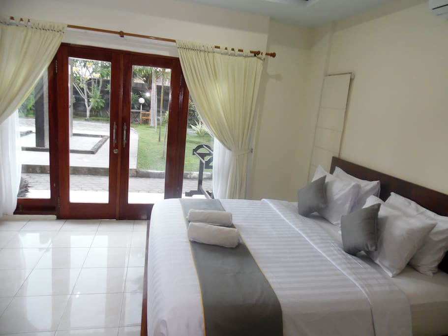 Deluxe roohttps://www.airbnb.com/rooms/15990874?m Double