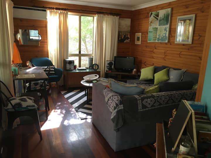 Self contained private cabin. Loved pets welcome.