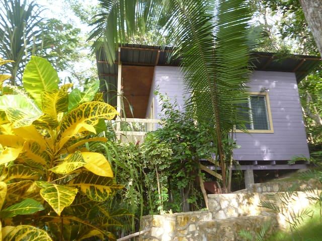 Cerro Cahuí Guesthouse Bungalow 1