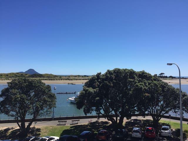 WARU: Whakatane Waterfront Apartment