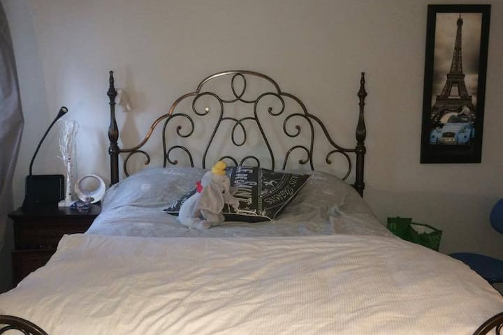 Cute room in Blainville - Blainville - Guesthouse