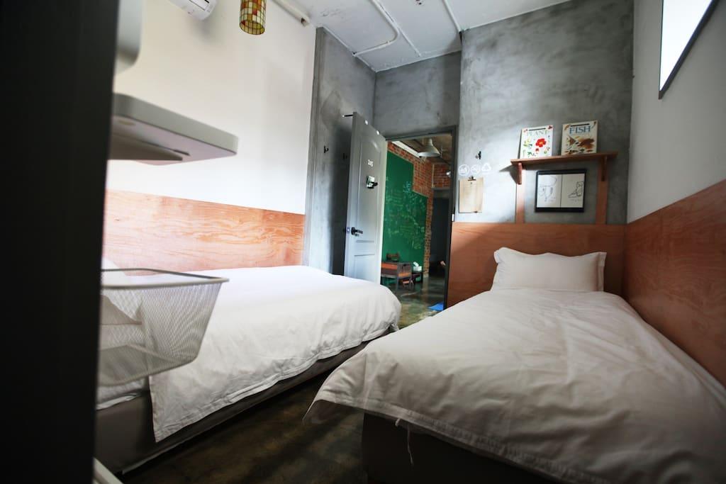 simple, cute twin room