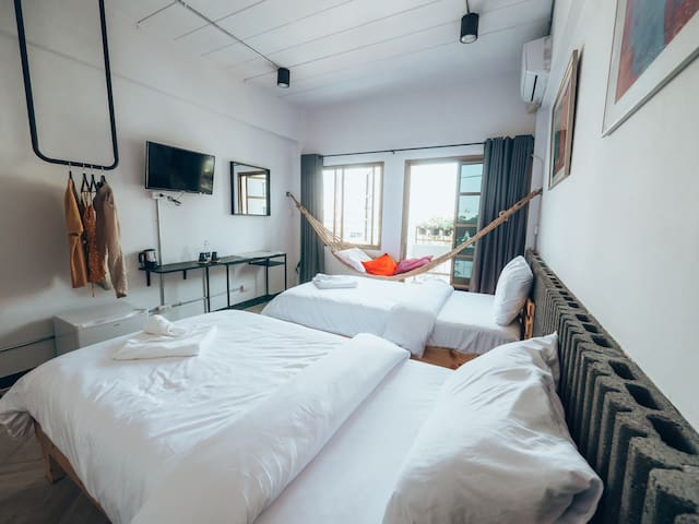 Modern Room with Hammock with Breakfast/ 5min. BTS
