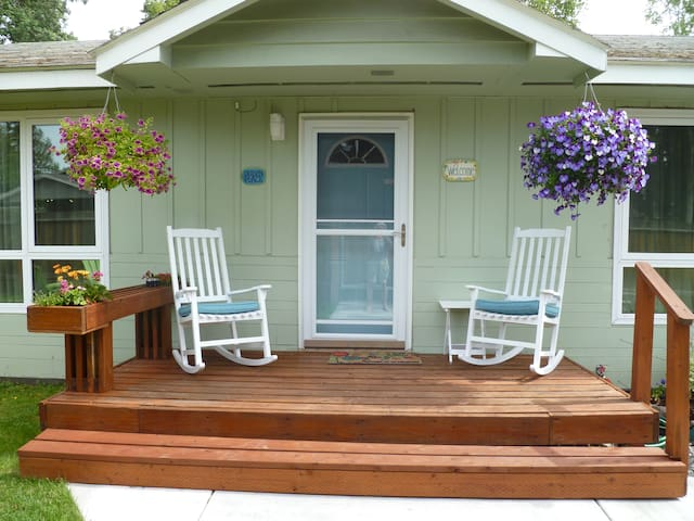 Duben Place private entrance and yard