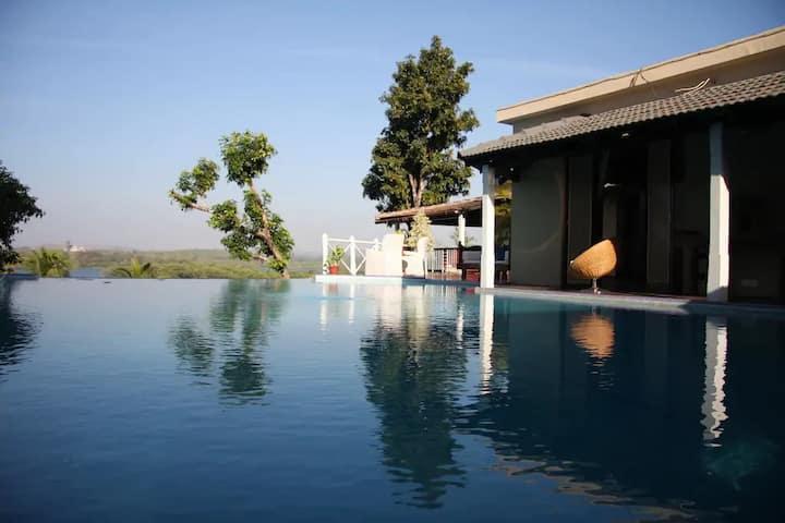 5 BedRoom Villa on the Chapora river in Colvale