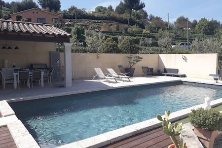 Appartement T2 Récent  avec jardin et piscine