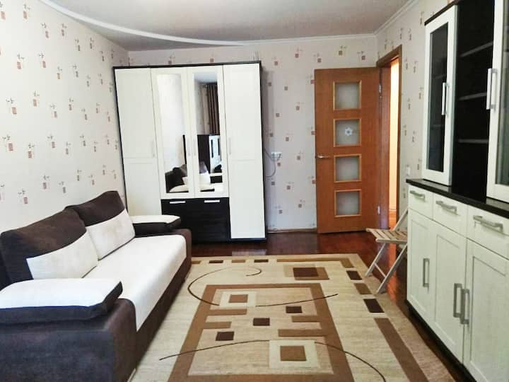 Cozy 2bedrooom apt. at subway station downtown
