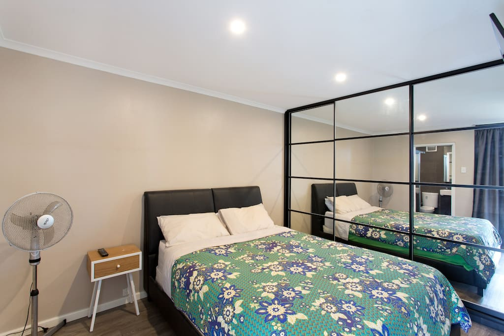 Your modern new queen size bed allows you to relax alone or with your partner. Warmed in winter with an electric base blanket or cooled in summer with a breeze. The apartment is on the ground floor and enjoys a moderate temperature range all year