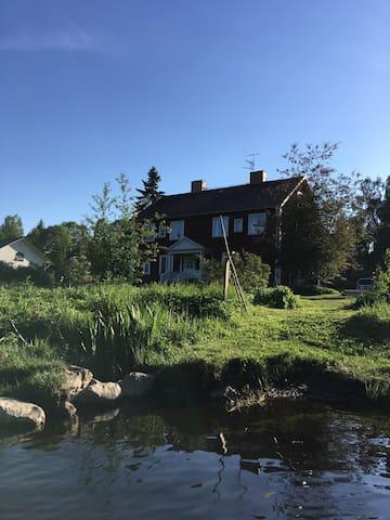 Hus vid  Hörksälven
